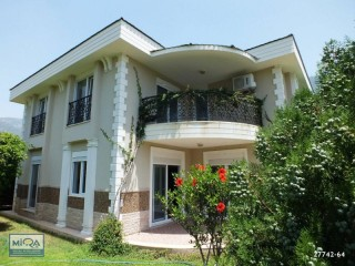 DETACHED VILLA FOR SALE ON THE SEAFRONT IN ANTALYA KEMER