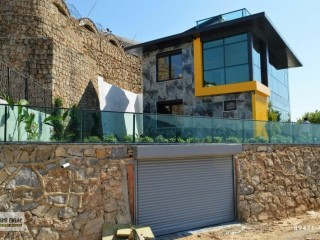 Detached Villa with private pool for sale in Alanya with sea view