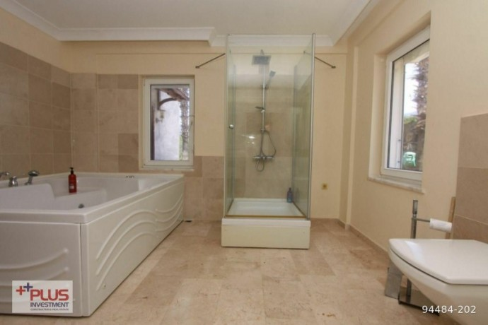 villa-for-sale-with-garden-in-700m2-plot-in-alanya-oba-big-14