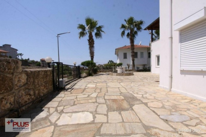 villa-for-sale-with-garden-in-700m2-plot-in-alanya-oba-big-2