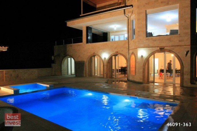 villa-for-sale-in-alanya-large-villa-with-sea-view-big-0