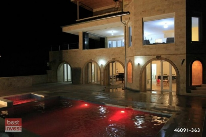 villa-for-sale-in-alanya-large-villa-with-sea-view-big-1