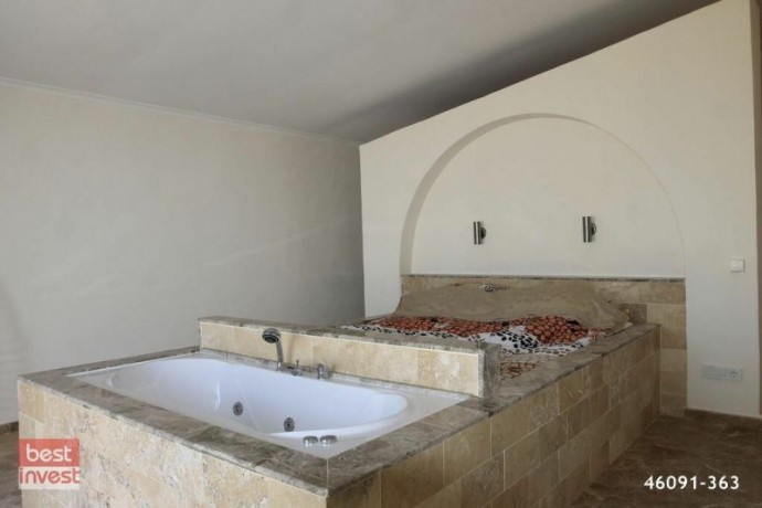 villa-for-sale-in-alanya-large-villa-with-sea-view-big-16