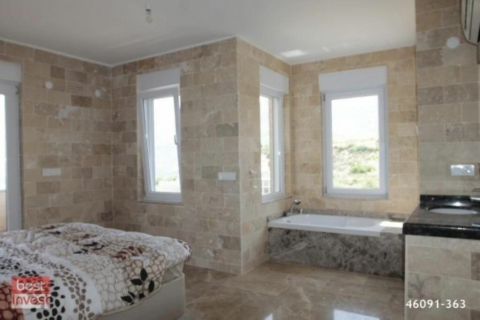 villa-for-sale-in-alanya-large-villa-with-sea-view-big-15