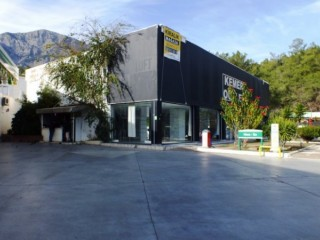 Kemer commercial store for rent 450 m2 on main road