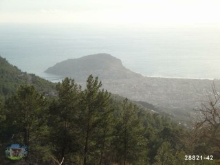 1000 m2 land with villa construction between Mountains in Alanya