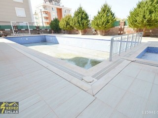 Cheap Apartment for sale on a floor of 200 M2 Kepez