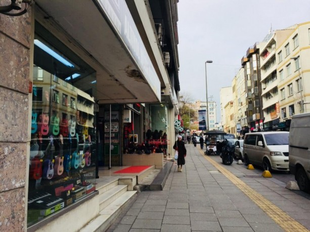 kadikoy-350-sqm-shop-for-rent-in-istanbul-in-busy-district-big-1
