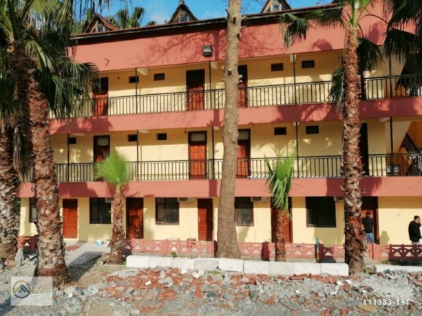 19-rooms-with-pool-can-also-be-used-as-lodgings-60-people-can-stay-big-3