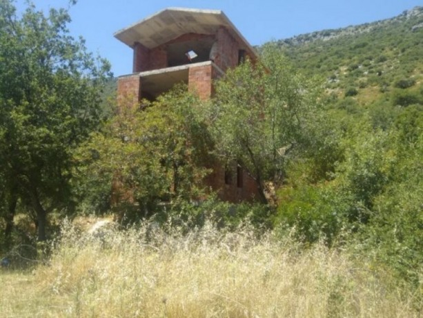 kas-gokceoren-also-has-a-3-storey-house-in-the-field-big-6