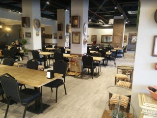 Restaurant for rent next to Sirinevler metro station, opportunity in Turkey