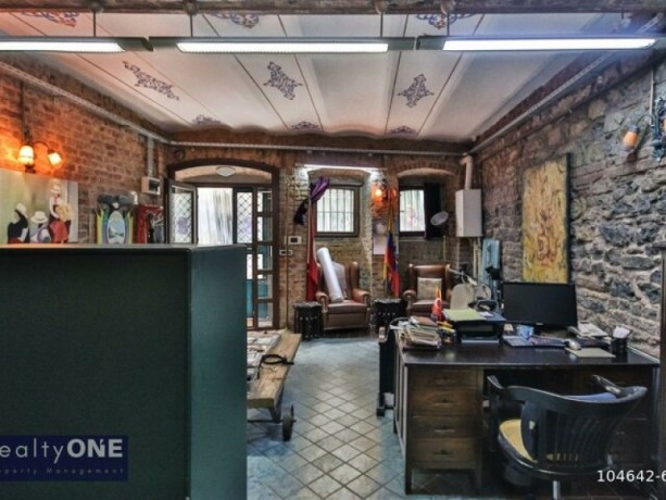istanbul-beyoglu-50m2-rental-office-in-historic-building-near-independence-without-partition-big-1