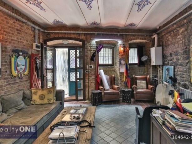 istanbul-beyoglu-50m2-rental-office-in-historic-building-near-independence-without-partition-big-0