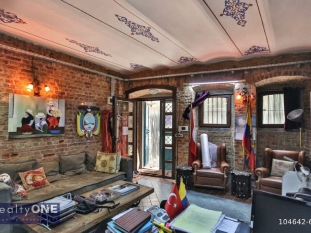 istanbul-beyoglu-50m2-rental-office-in-historic-building-near-independence-without-partition-big-4