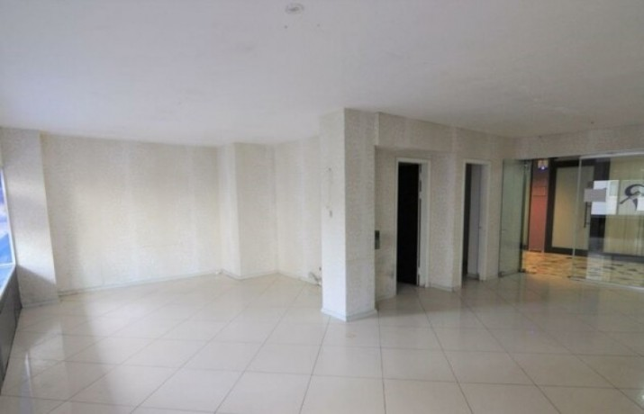 1-on-the-floor-a-6-meter-clear-storefront-workplace-big-2