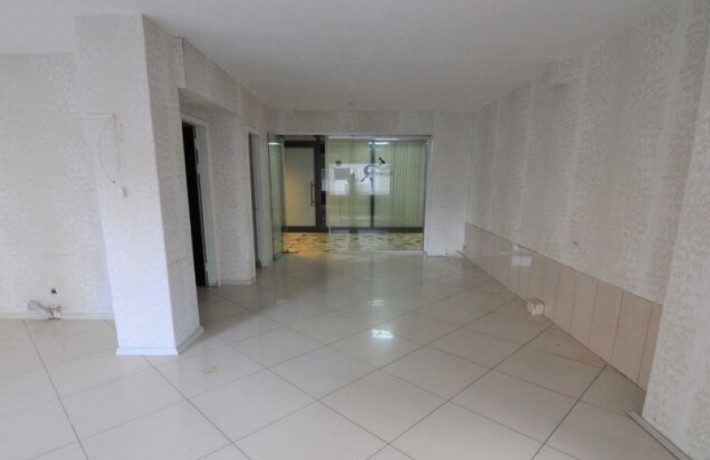 1-on-the-floor-a-6-meter-clear-storefront-workplace-big-6