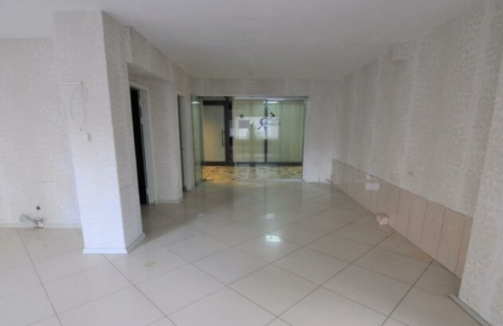 1-on-the-floor-a-6-meter-clear-storefront-workplace-big-4