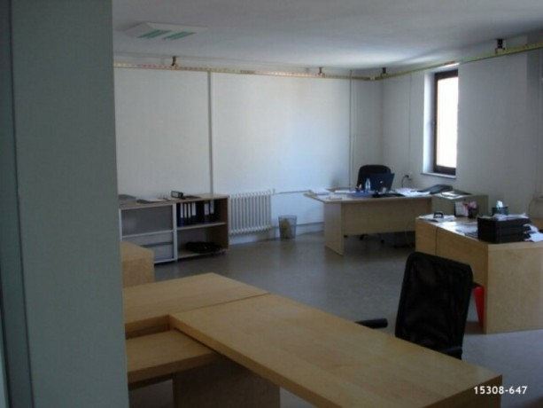 42-300m2-office-with-fire-escape-big-5