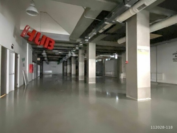 1-000m2-office-floor-with-high-ceiling-with-architectural-decoration-big-1