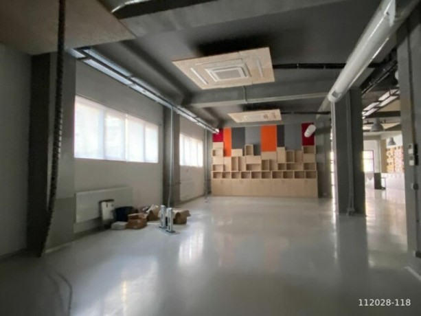 1-000m2-office-floor-with-high-ceiling-with-architectural-decoration-big-2