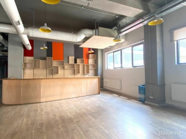1-000m2-office-floor-with-high-ceiling-with-architectural-decoration-big-3