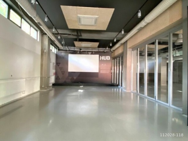 1-000m2-office-floor-with-high-ceiling-with-architectural-decoration-big-5