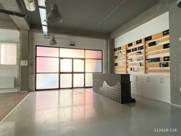 1-000m2-office-floor-with-high-ceiling-with-architectural-decoration-big-4