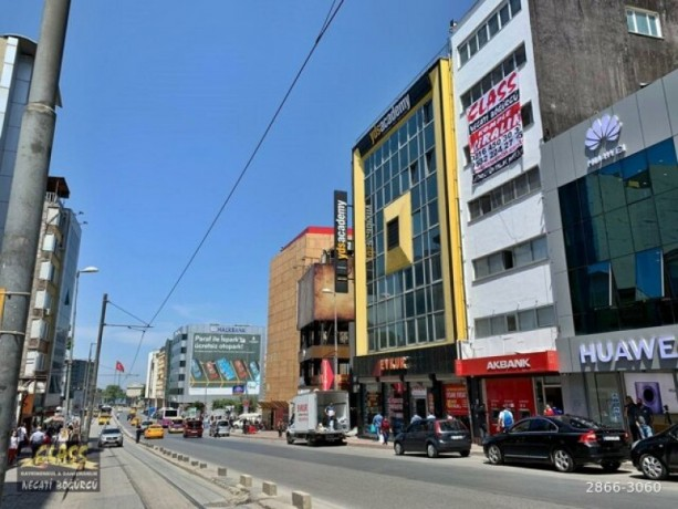 istanbul-kadikoy-osmanaga-rental-building-between-kadikoy-altiyol-and-the-dock-big-1