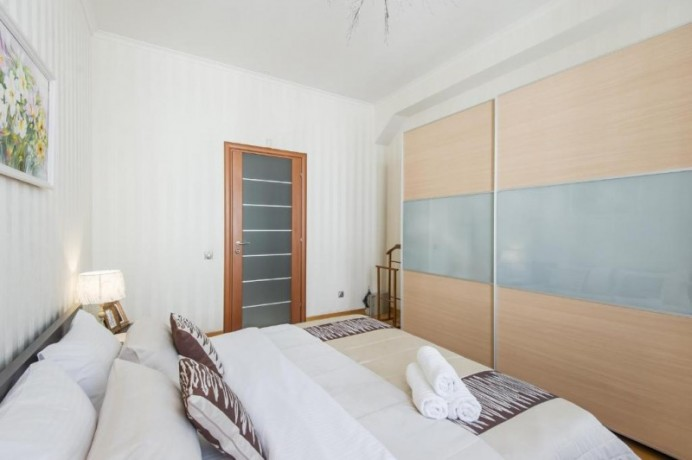 two-bedrooms-beatiful-location-cozy-flat-100-meters-walking-distance-to-the-subway-big-1