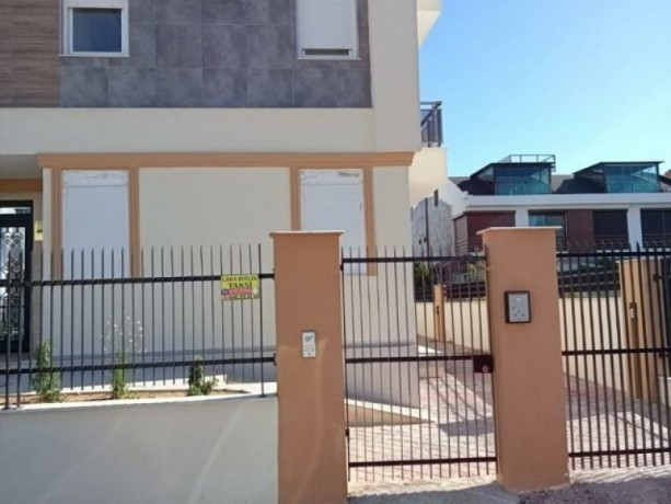 difference-from-turkey-iresidence-the-reverse-duplex-entrance-at-guzeloba-lara-big-3