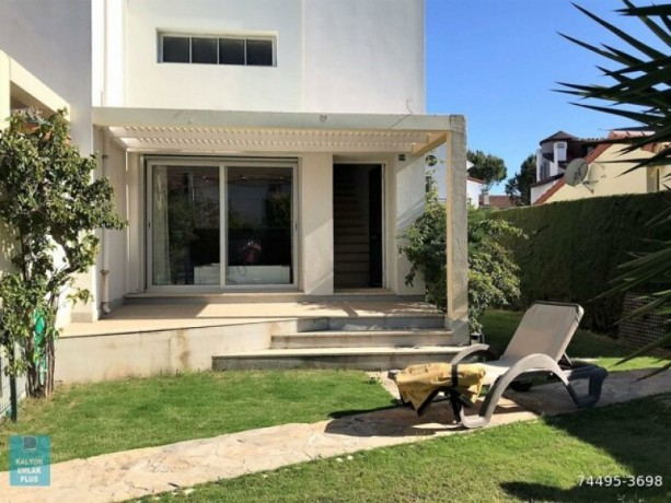 31-villa-with-shared-pool-for-rent-in-alacati-big-8